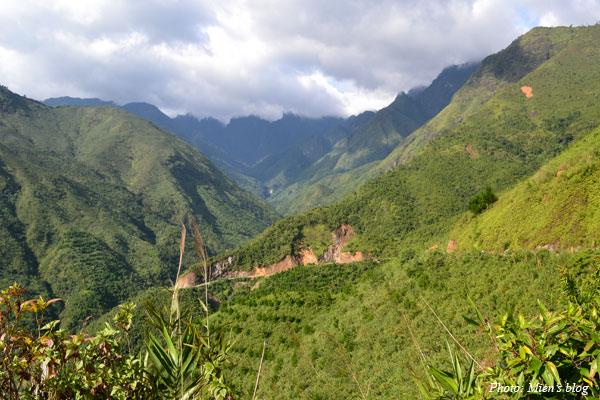 View of Hoang Lien Son mountain range on the way