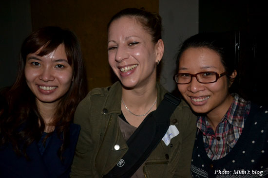 @Cainay and two ladies from @AnimalsAsia