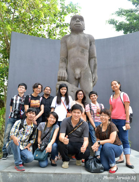 """Group-posing"" at Sangiran Museum that displays traces of ancient hominid in Java"
