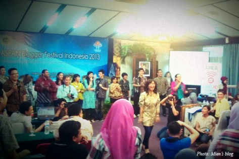 The fun batik fashion show by ASEAN bloggers