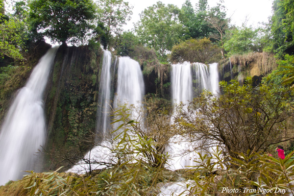 Moc-Chau-Waterfalls