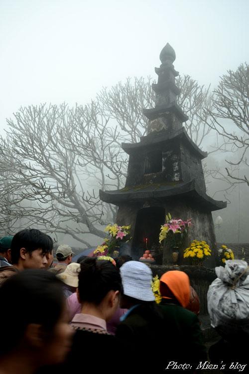 Yen-Tu-Crowd