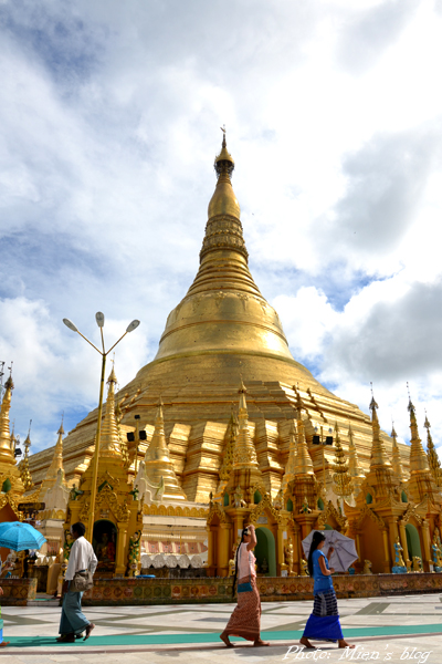 The big stupa at Shwedagon in sunlight