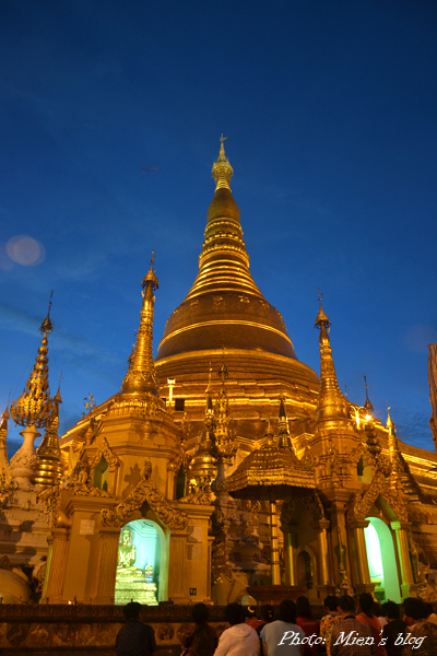 The same stupa at night