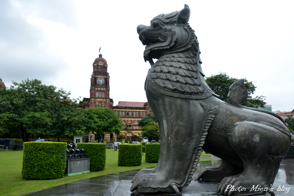 A big Chinese-style statue and a British-style building in the center of Yangon