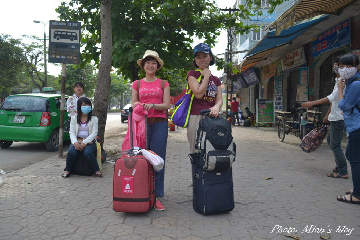 My travel mates at the bus stop 100 meters away from Vinh train station. We sure looked like tourists